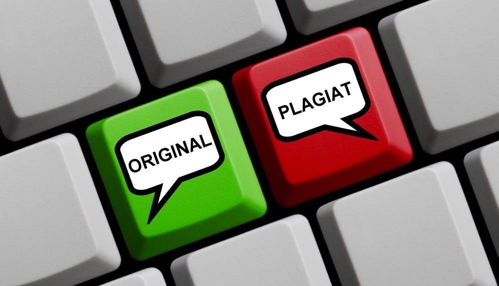 Teclas en un portatil indican original y plagiado